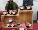 Slow Food Araba-Álava en el Mercado de la Almendra, presentando las mermeladas ecológicas de Beltzitina